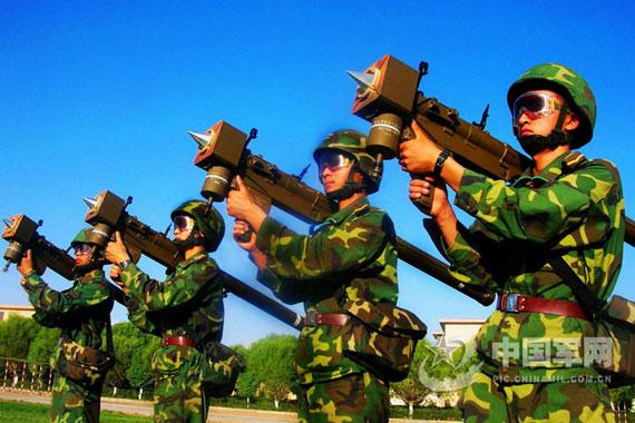 新疆军区配备新式飞弩