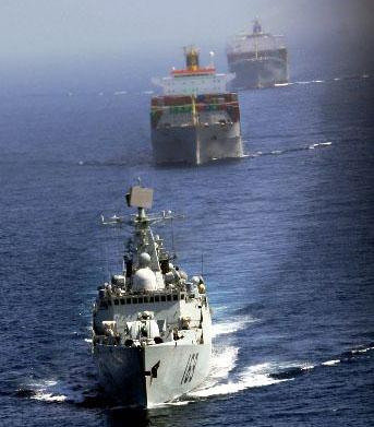 我国舰艇编队护航四艘商船