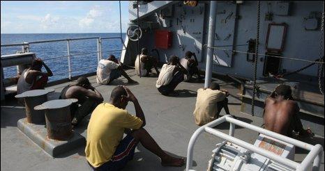 """索马里海盗""""误劫""""法国导弹护卫舰"""