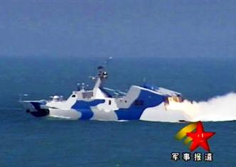 中国海军022隐身穿浪艇集群发射导弹
