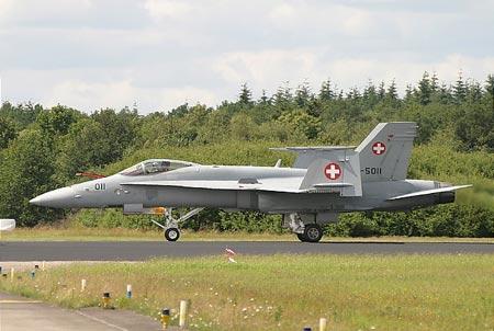 瑞军战斗机产生导弹发射事端