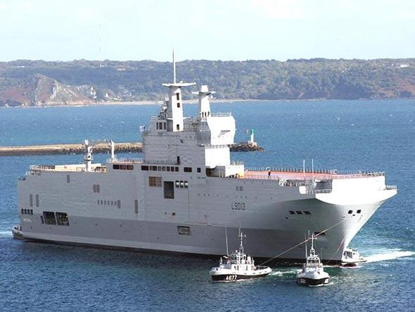 """法国外交部长支撑""""以慎重情绪""""向俄出售军舰"""