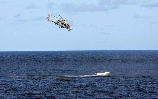 欧盟水兵初次动用授权 对海盗施行空中冲击