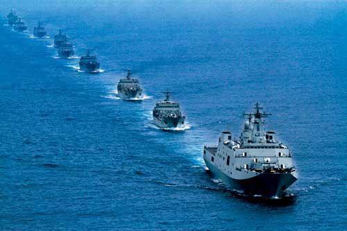 南海舰队登陆舰出海归来 岸勤部长登舰问询保证
