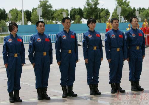 神九航天员乘组露脸 6人中3人将上天