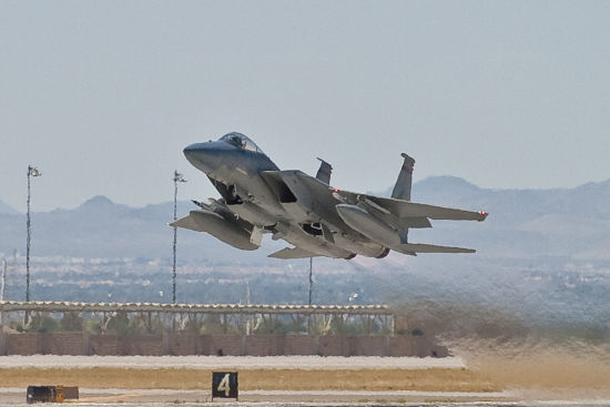 奥巴马回老家遭小飞机打扰 F