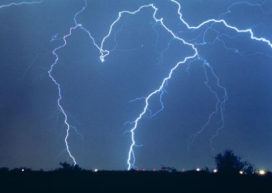 引导闪电冲击敌军 美国测验超级兵器