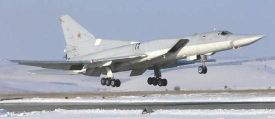 俄罗斯空军4架轰炸机近来挂弹飞近来本北方领空