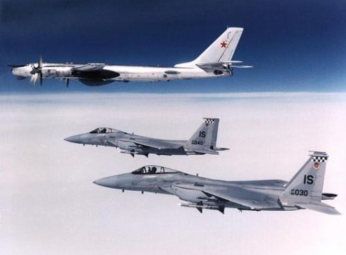 俄罗斯4架图95轰炸机巡航太平洋 美国F