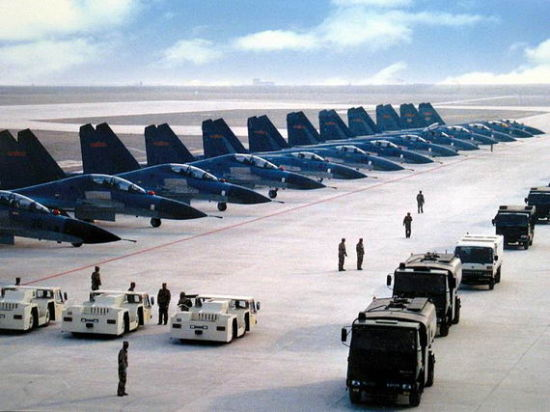 我国靠战机数量 可对美军F22以量胜优