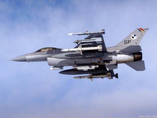 美国宣告将初次驻军波兰 2013年起布置F