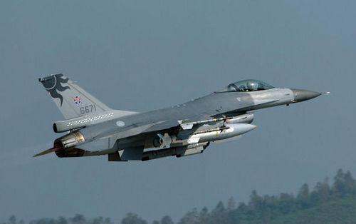 中国台湾与美国签署145架F