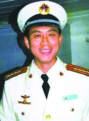 我国航母首任舰长易人 新舰长无飞翔阅历