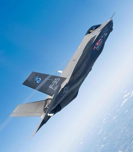 美国考虑研制新式隐身轰炸机 相似扩大版F