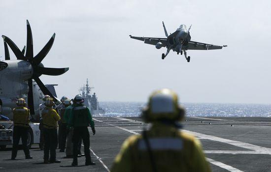 美国军方正考虑向亚太地区增派轰炸机和潜艇