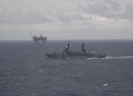 菲律宾在南海无牌可打 却仍要冒险