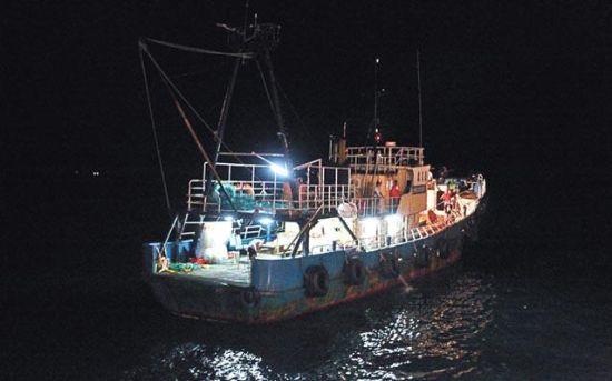 """香港保钓船""""启丰二号""""8月21日晚安全回来香港海域"""