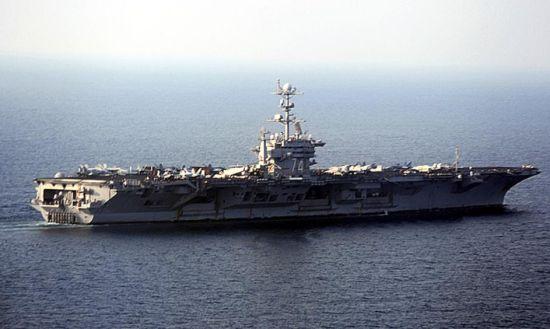 """美国海军在波斯湾""""破例""""布署4艘航空母舰"""