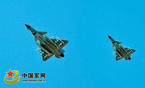 我国歼10战机部队撤销程序化练习 答应飞行员自在作战