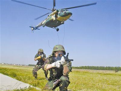 中国特战部行列装新头盔、步枪、夜视仪 战力显着提高