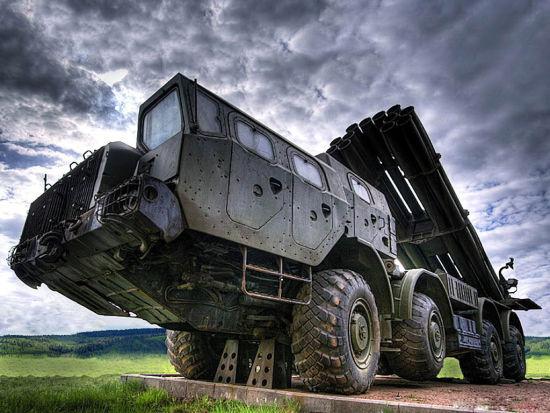 """俄罗斯将在印度建立""""龙卷风""""火箭弹生产线"""