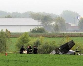 美国教练机在数千名观众面前坠毁 飞行员当场身亡