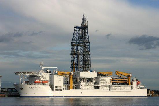"""日本""""地球""""号勘探船钻到海底2132米 打破世界纪录"""