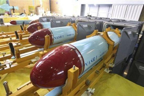 伊朗展现射程2000公里的国产巡航导弹