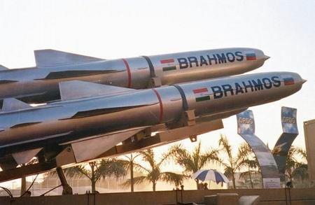"""印度成功试射""""布拉莫斯""""超音速巡航导弹"""
