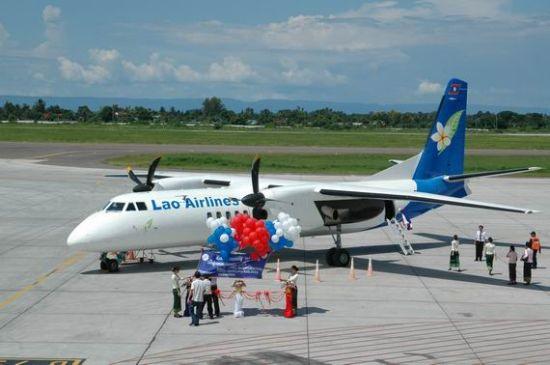 我国向喀麦隆空军交给我国国产民用飞机