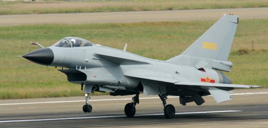 我国第四代战斗机 2015年前军行列装率可达50%以上