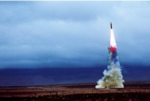 演习成功躲避卫星侦察 我国第二炮兵部队发射导弹射中方针