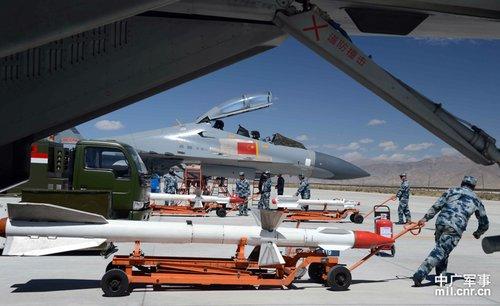 我国苏27紧迫升空 印度军用飞机在我国藏南区域上空飞翔