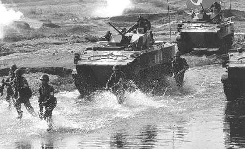 """搞瘫痪敌人指挥系统 我国第15空降军有六种""""绝技"""""""
