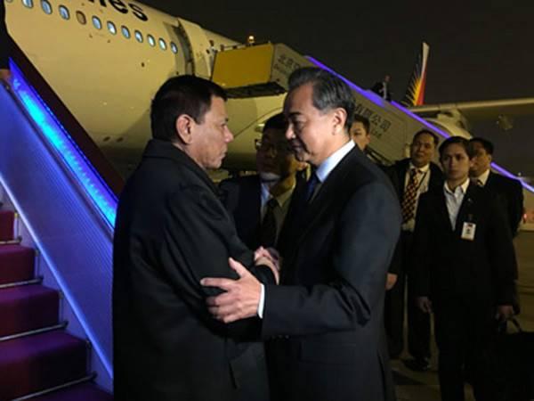 """菲律宾要在经济和军事上与美国""""各奔前程"""",怎样看待其对我国忽然友爱"""