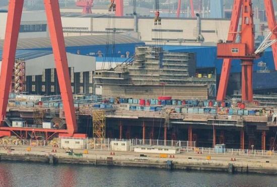 我国首艘国产航空母舰坞内合拢成型,估计2016年年末下水试航