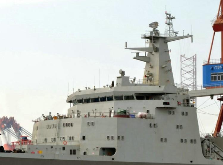 我国901型新式补给舰首舰试航,补全航母战斗群最终短板