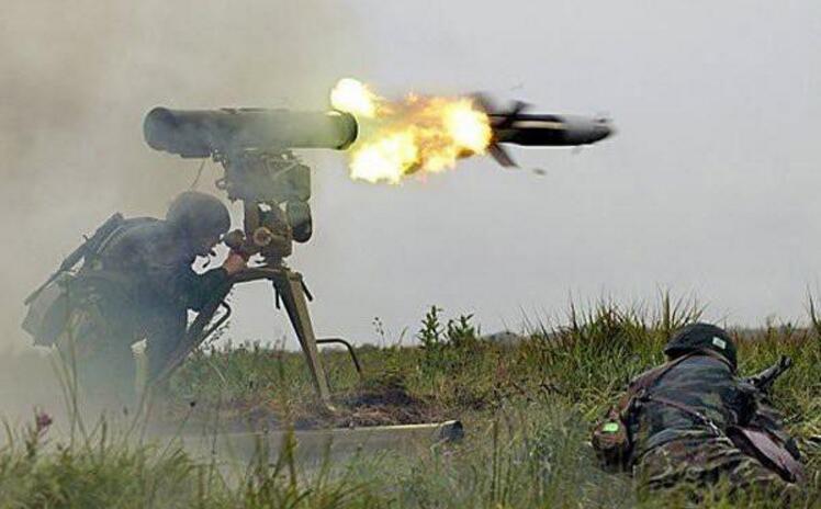 俄罗斯用什么类型的反坦克导弹打穿了美军M1A2坦克的前装甲?