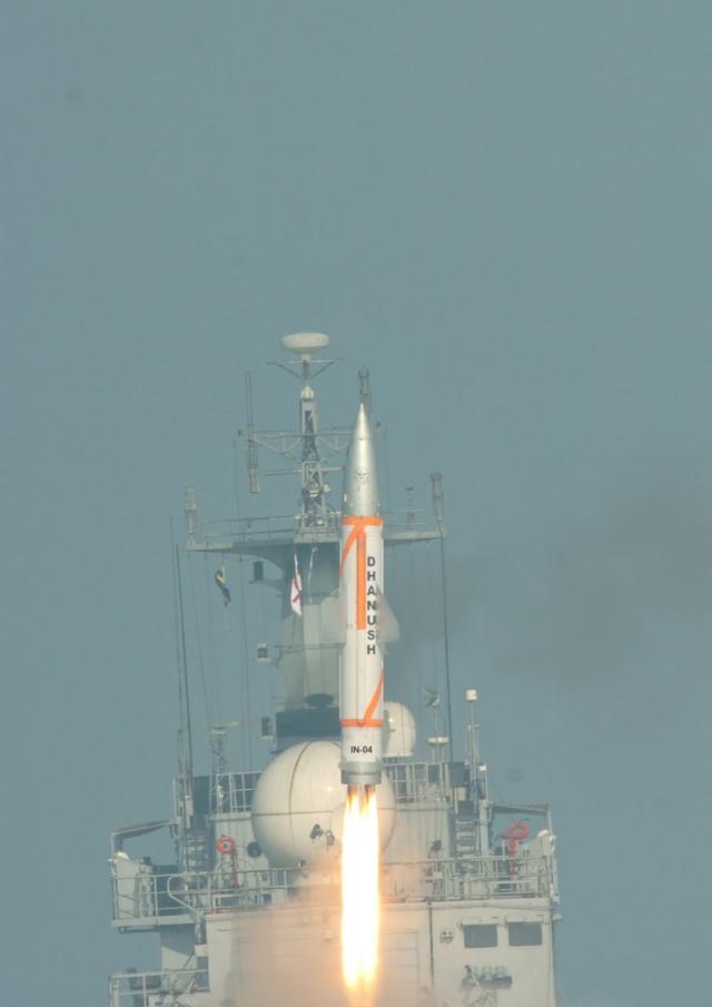 """单级战术弹道导弹""""大地"""