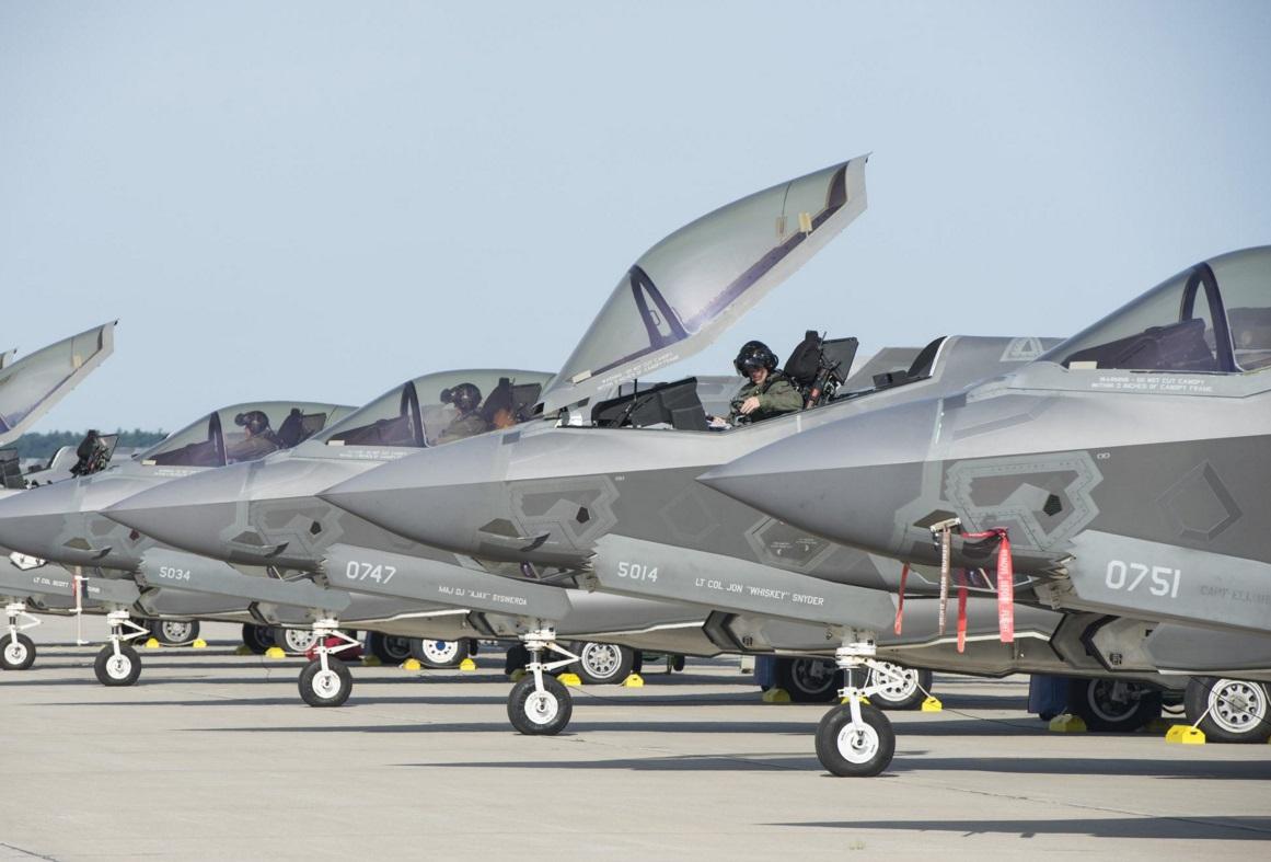 我国亮出空中的最佳伙伴,歼16与歼20运用同种特别涂装进行调配